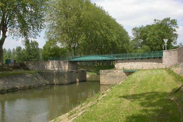 Ligne de pont de vaux fleurville for Piscine pont de vaux